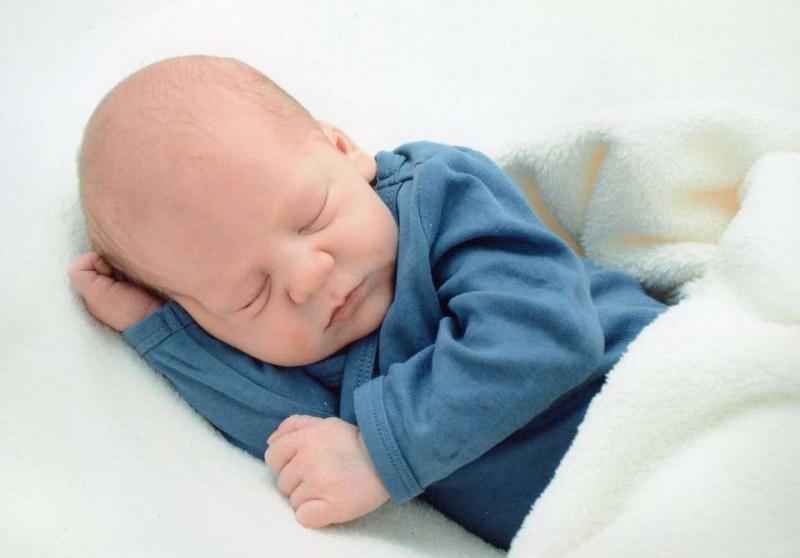 新生宝宝肚子咕噜咕噜响怎么回事新生宝宝肚子胀气怎么办呢