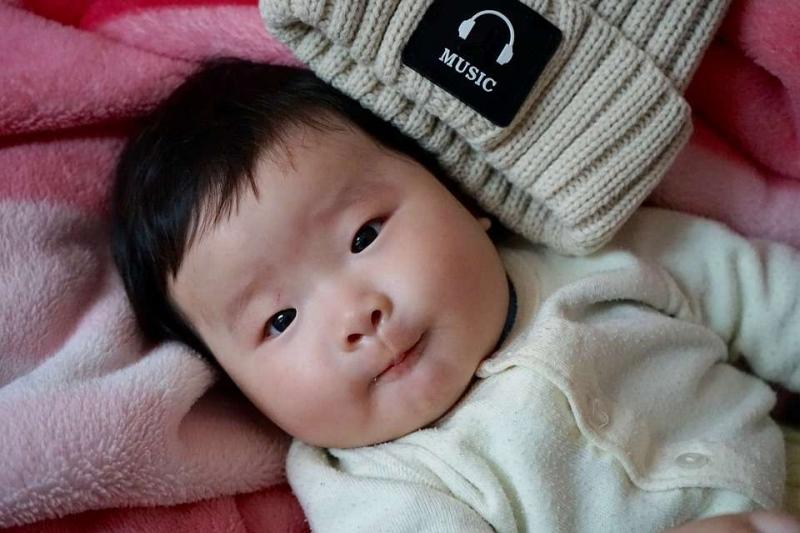 刚出生宝宝喝多少毫升奶新生儿第一天怎么喂呢