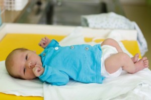 关于新生儿正确睡姿宝宝趴着睡好不好