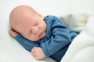 新生儿几个月可以查血型rh血型指的是什么